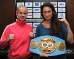 Simona e Renata con la cintura in palio ( foto Bozzani)
